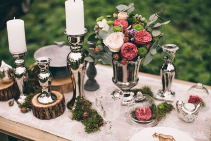 fancy table setting with flowers